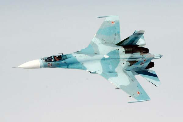Avión caza Sukhoi Su-27