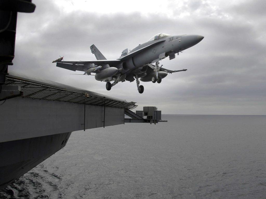 F/A-18 - Despegando