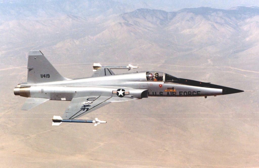 Northrop F-5 - Volando