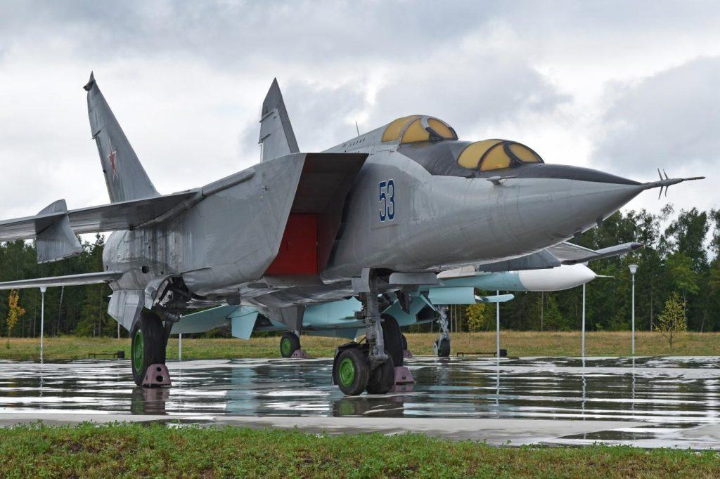 Avión MiG-25 Foxbat - Aterrizado