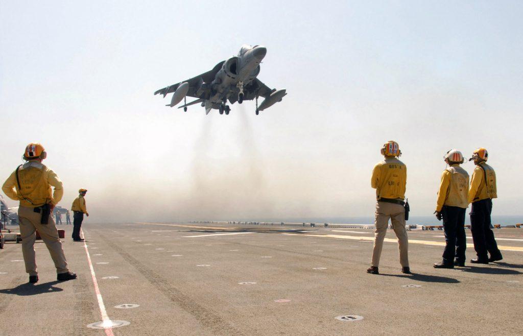 Avión AV-8 Harrier despegue vertical