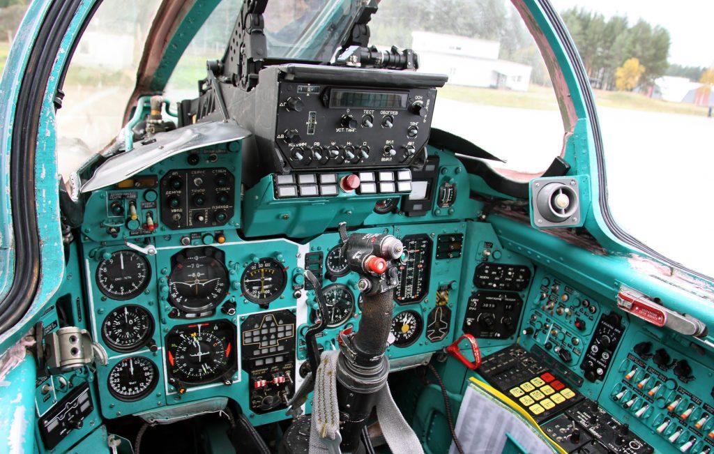 Cabina del caza MiG-25