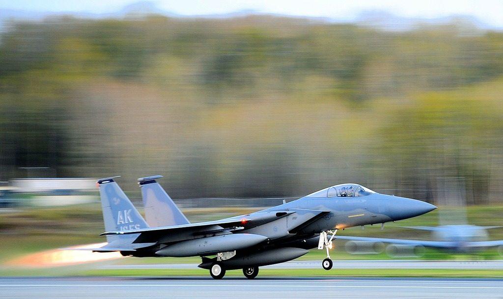 Caza F-15 Eagle Despegando