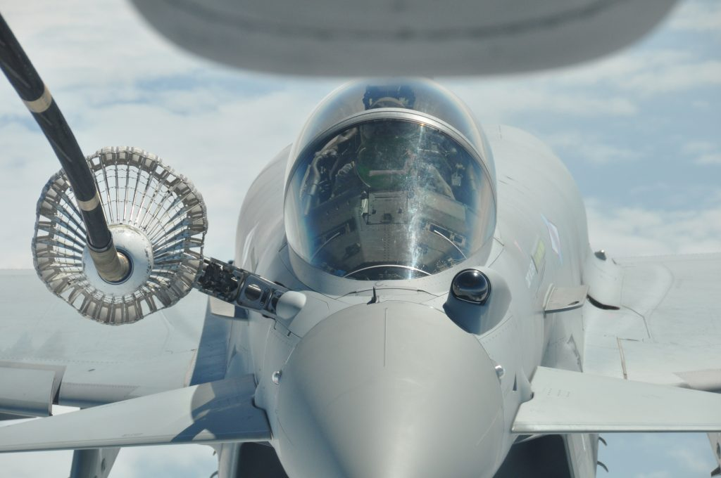 Eurofighter Typhoon repostando combustible