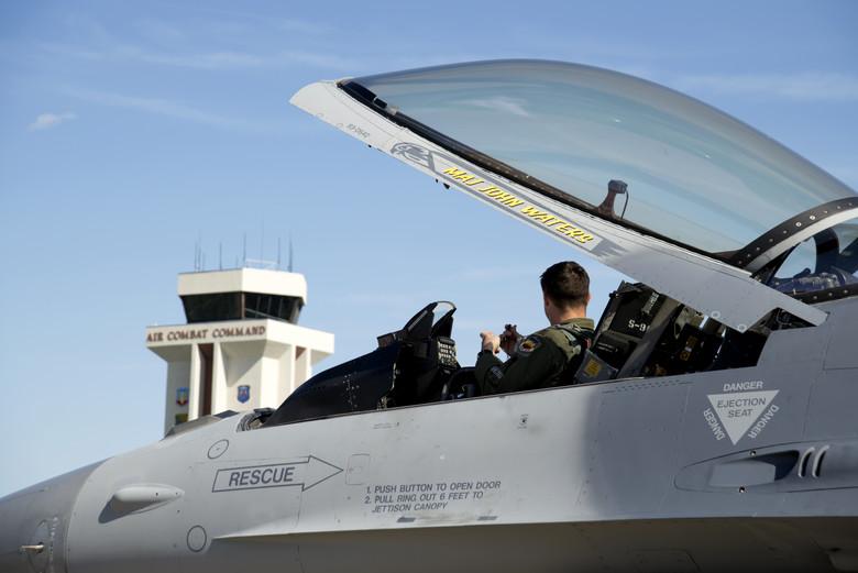 Cabina del F-16 Viper bloque 70