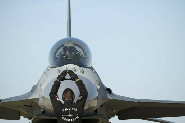 Caza multirol F-16 Viper Precio